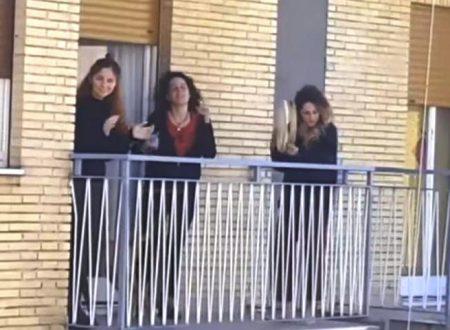 Ci balla la pizzica nu 'more mai… si suona dai balconi #iorestoacasa